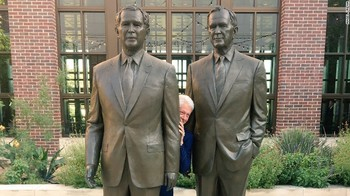 170714092323-bill-clinton-bush-statues-exlarge-169.jpg